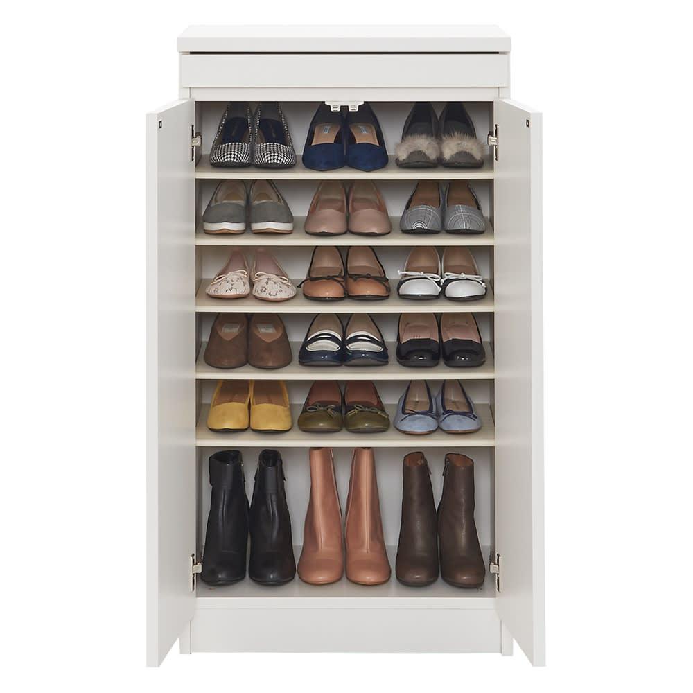 使う時だけ引き出せる!荷物のチョイ置きに便利なスライドテーブル付きシューズボックス 幅60cm高さ110cm 収納イメージ 収納目安:約18足 (※写真はお届けの商品とは異なります)