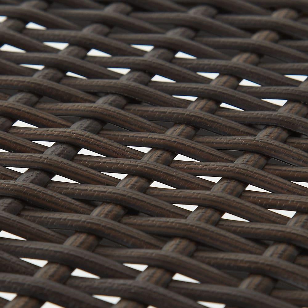 ラタン風玄関ベンチ 幅70cm 樹脂製ですが、手作業で一点一点編み込まれており、ラタンの雰囲気を再現しています。(ア)ダークブラウン