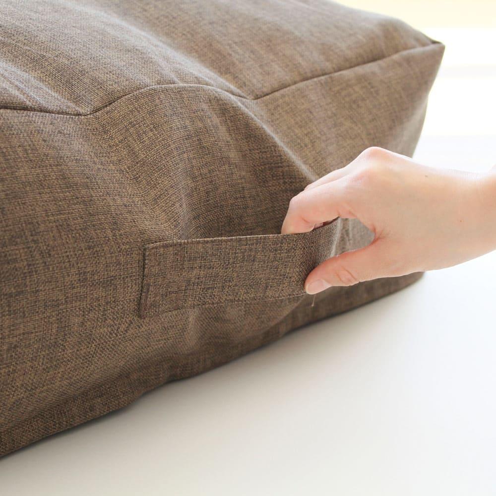 クッションになる布団収納袋 色が選べるお得な2枚セット 持ち手が付いているので持ち運びも楽々。