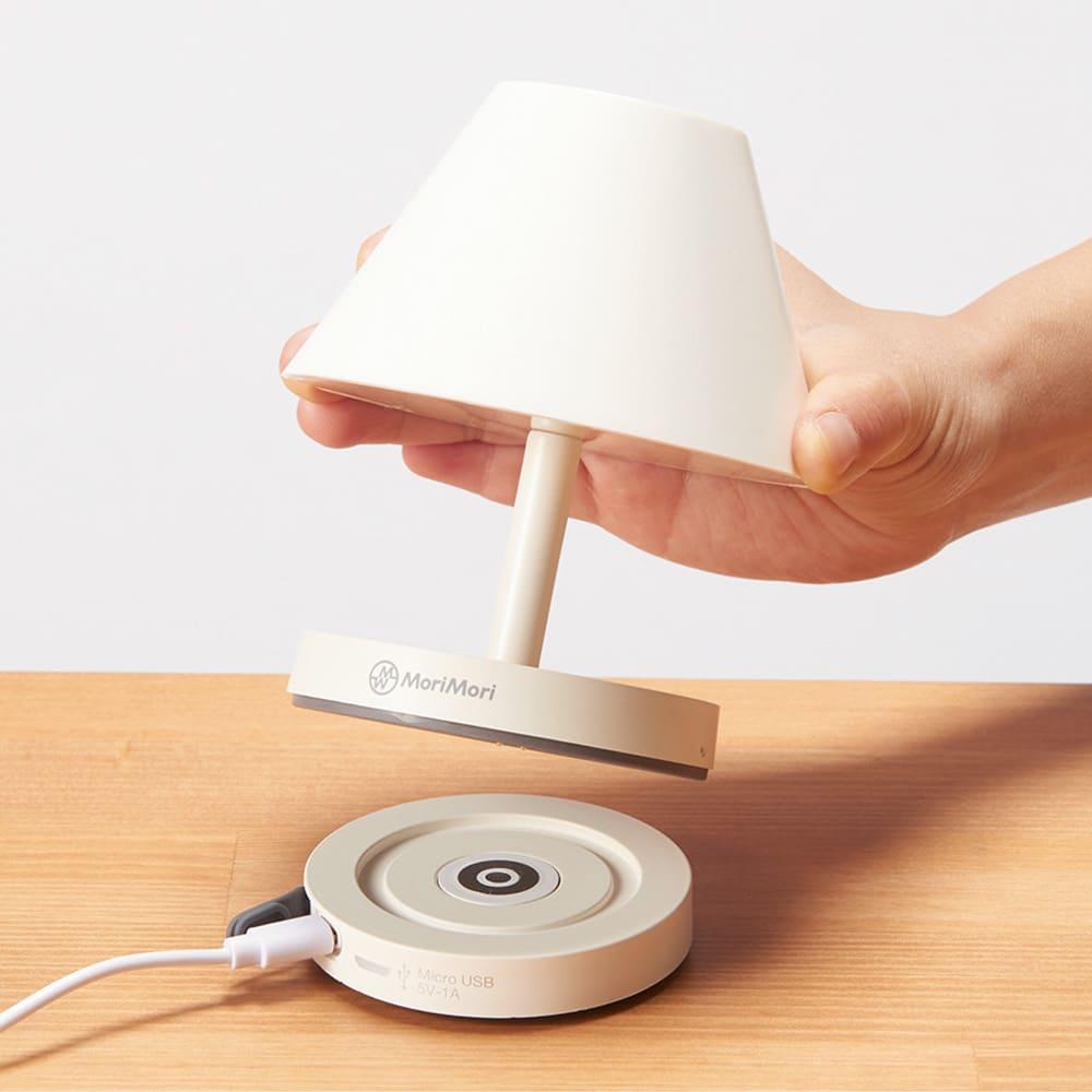 充電式LEDライト カフェタイプ USBケーブル接続の充電台に置くだけで簡単に充電できます。