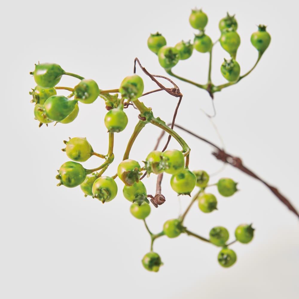 グリーンアレンジメントライト Sサイズ (ア)ベリー 愛らしい実をモチーフにした(ア)ベリーと新芽をイメージした(イ)リーフ。どちらも本物のようにリアル。