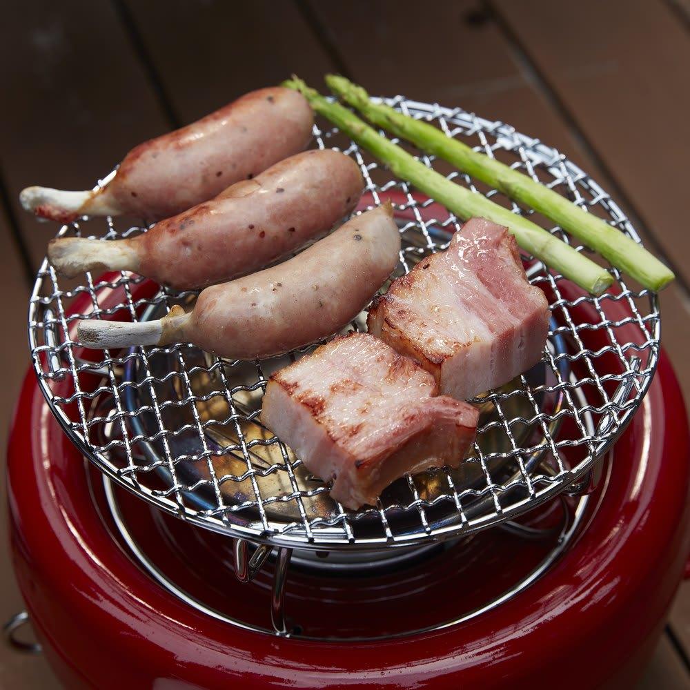 コンゴクアラジン Aladdin/アラジン カセットコンロ ヒバリン ふく射プレートから発する熱が、食材の焼きムラを抑え、中までじっくり焼くことができます。