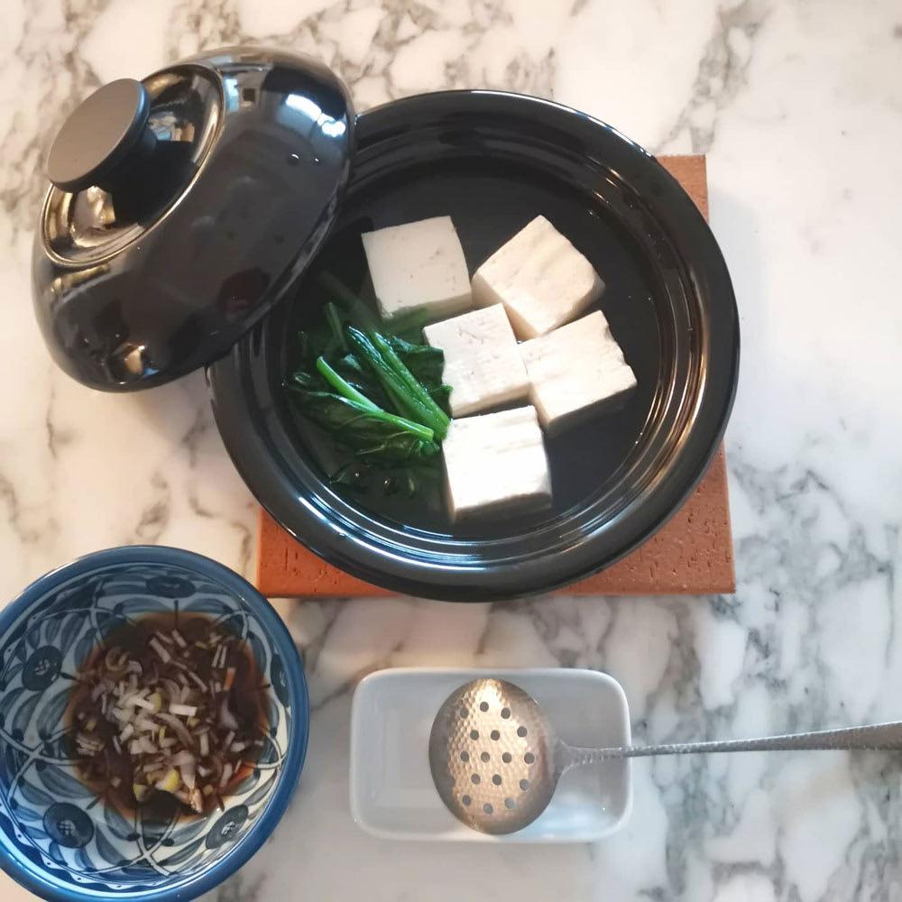 野田ホウロウ ココナベ 小 一人湯豆腐。豆腐は半丁分(180g)です。!(こちらは小サイズ)
