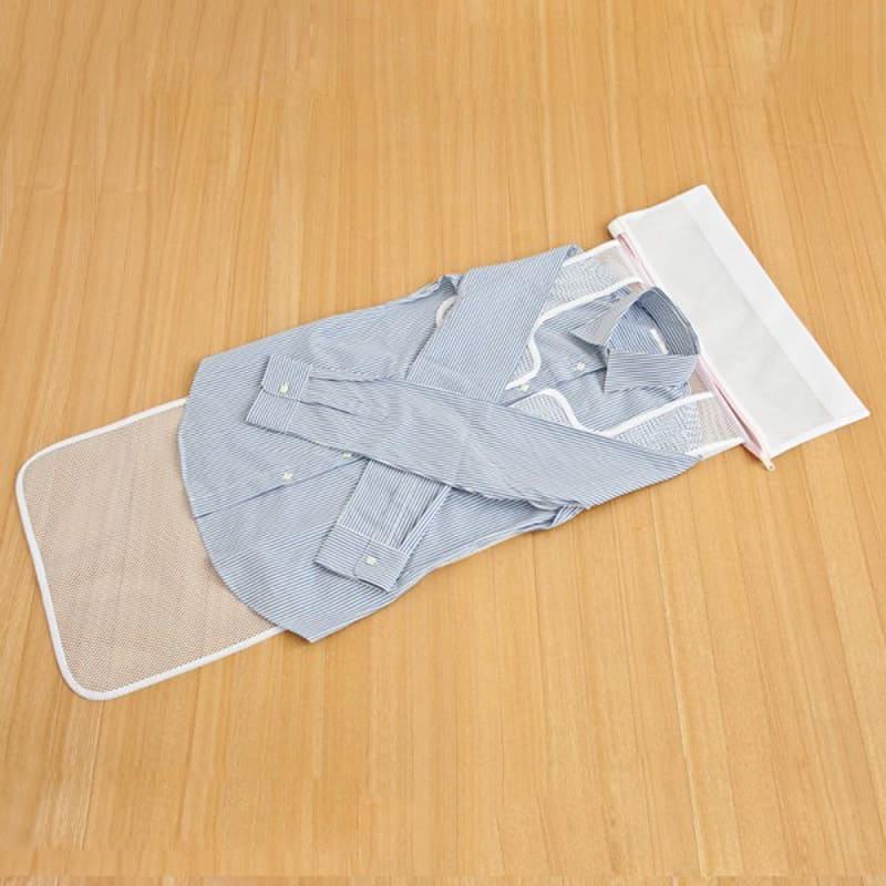 シャツのための洗濯ネット2枚組 シャツのそでをロールシートの幅に合わせてたたみます