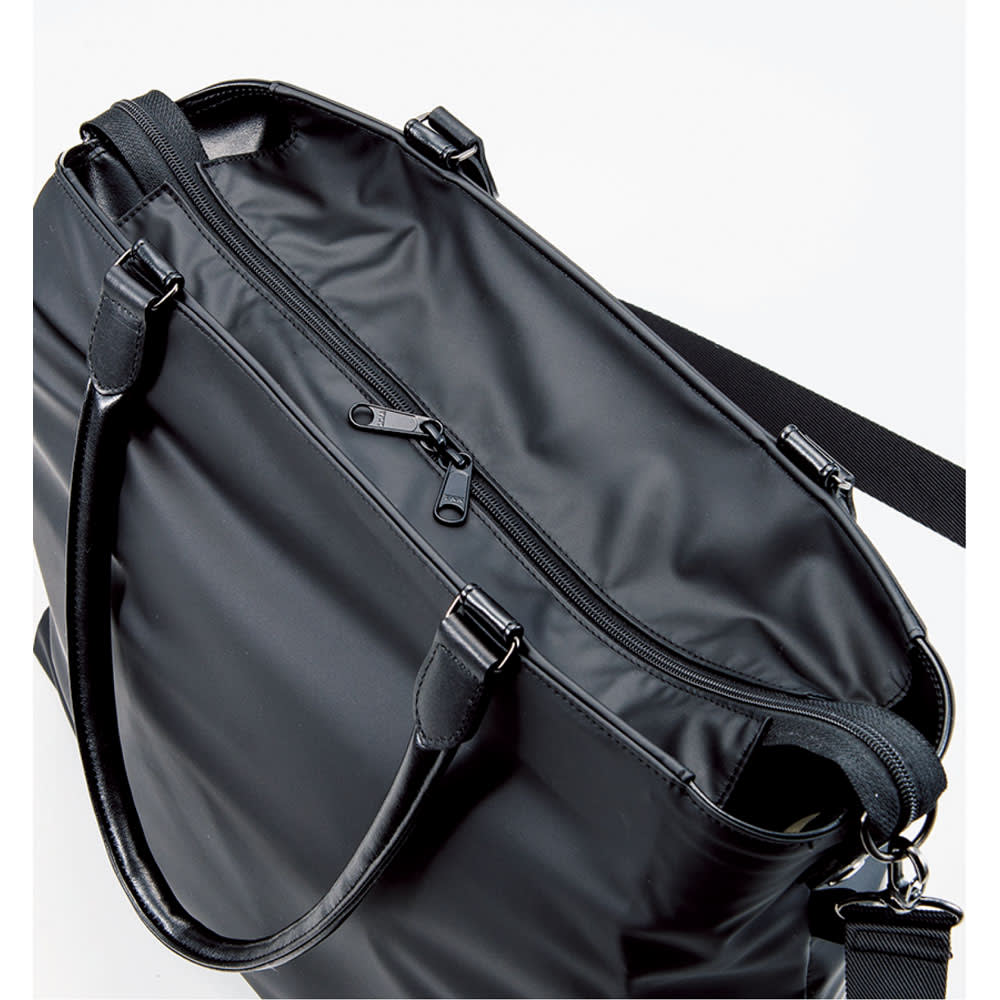 ヤマト屋 うすかるトートバッグ バッグの中身が見えないようにダブルファスナーのベロ付き。しかも、モノの出し入れが頻繁でずっと開けておきたいときは、ファスナーを外して内側に折り込むこともできる仕様です。