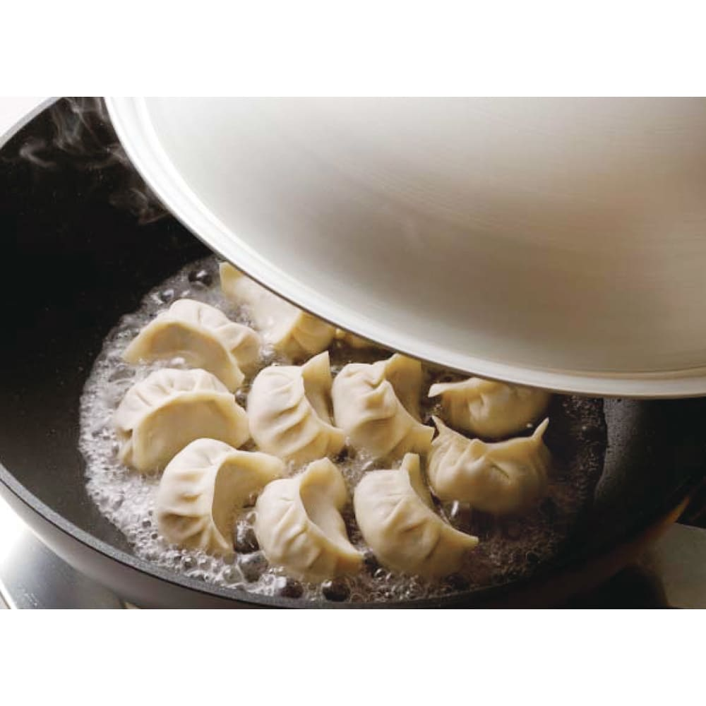 ウー・ウェンパン プラス フルセット 径24cm IH用 焼き餃子 底が平らなので餃子も重ならず、たくさん焼けます。ステーキも大丈夫!