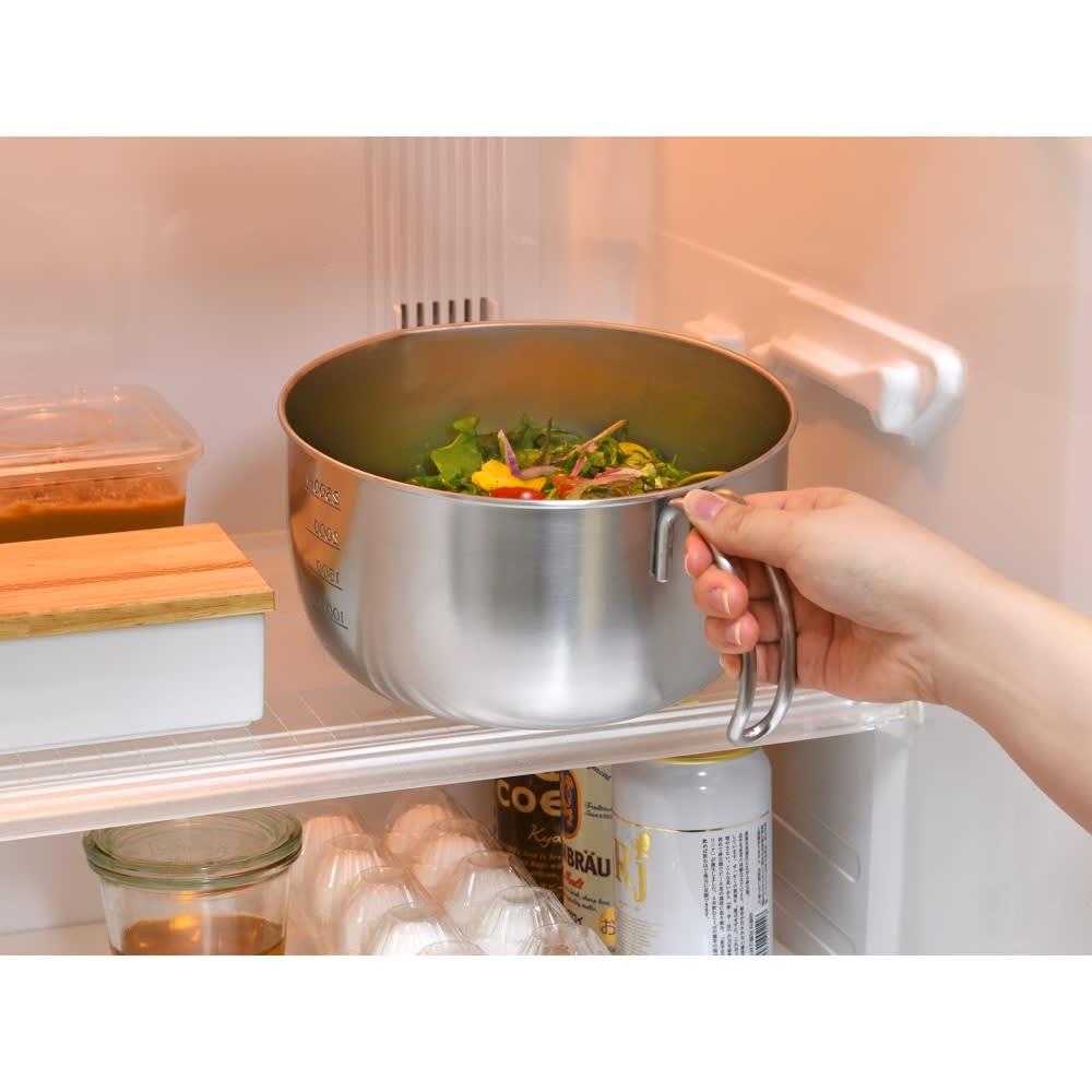 取っ手付きミキシングボウル ハンドルがコンパクトなので冷蔵庫にも入ります。