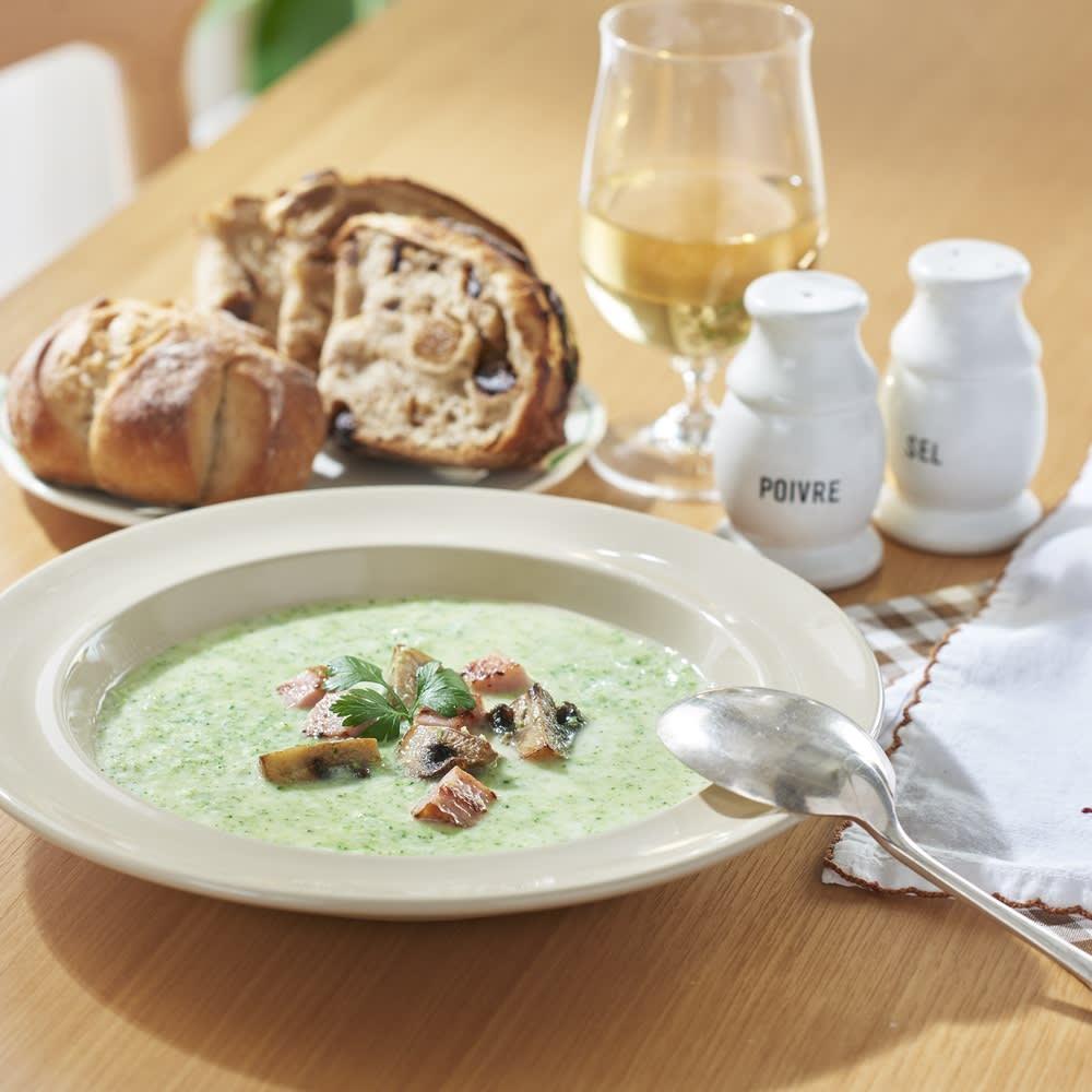 Toffy/トフィー ミニスロージューサー 茹でたブロッコリーを投入して作るブロッコリーのスープ。搾りかすの粒々食感が美味しい!