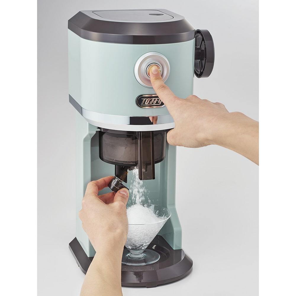 Toffy/電動ふわふわかき氷 前のボタンを押すだけでかき氷が作れます