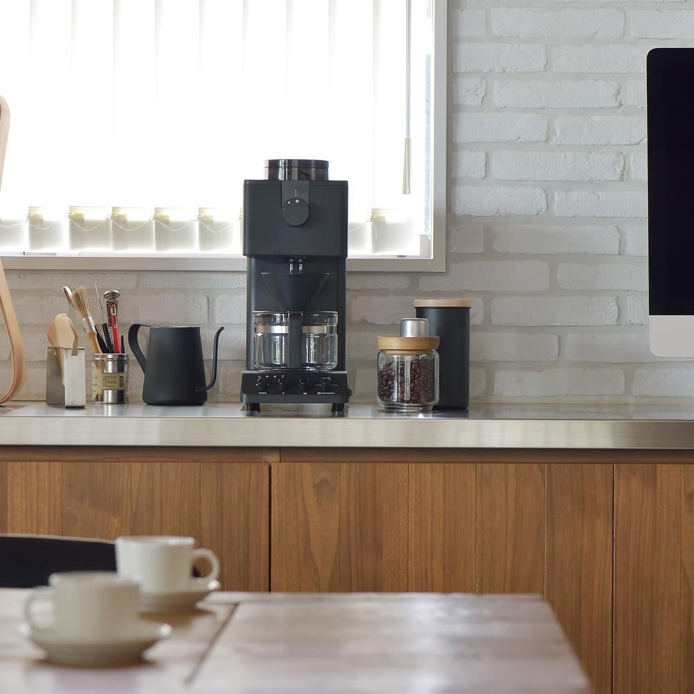 「カフェ・バッハ」 田口護氏監修 全自動コーヒーメーカー3杯用 (TWINBIRD CM-D457B) コンパクトでシンプルなデザインがオシャレです。