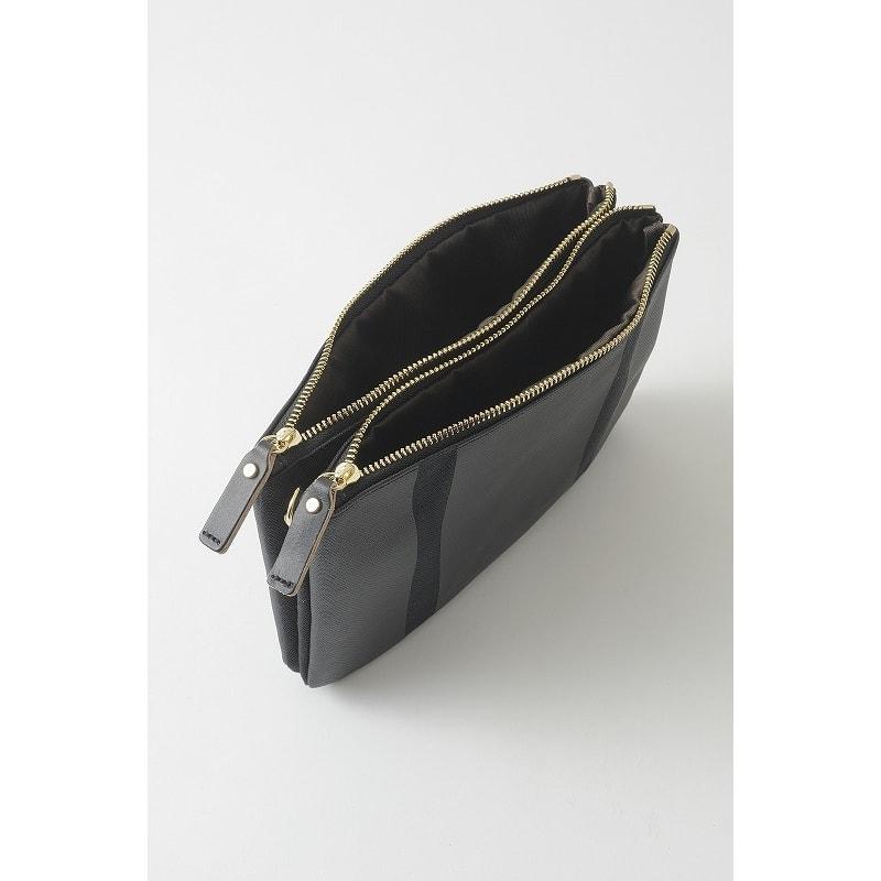 PUNTO&LINEA ショルダーバッグS ファスナーで開閉できる部屋が2つ。一つをメイクポーチの様にしたり、一つをお財布代わりに・・とさまざまな使い方が出来ます。
