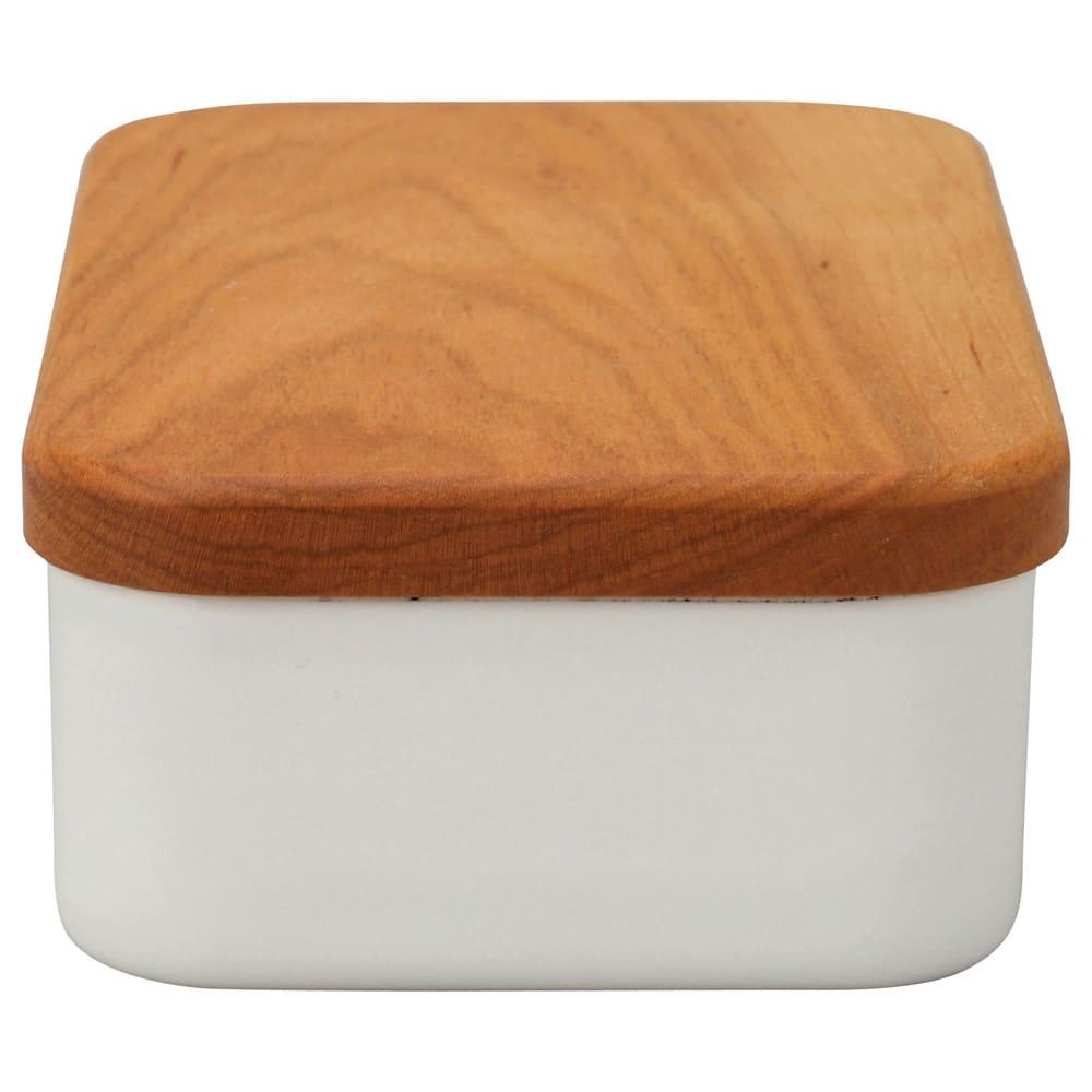 野田琺瑯バターケース200g用 天然木(さくら)と琺瑯の組み合わせが新鮮!(天然木のため、色や節目、模様は一点一点異なります。