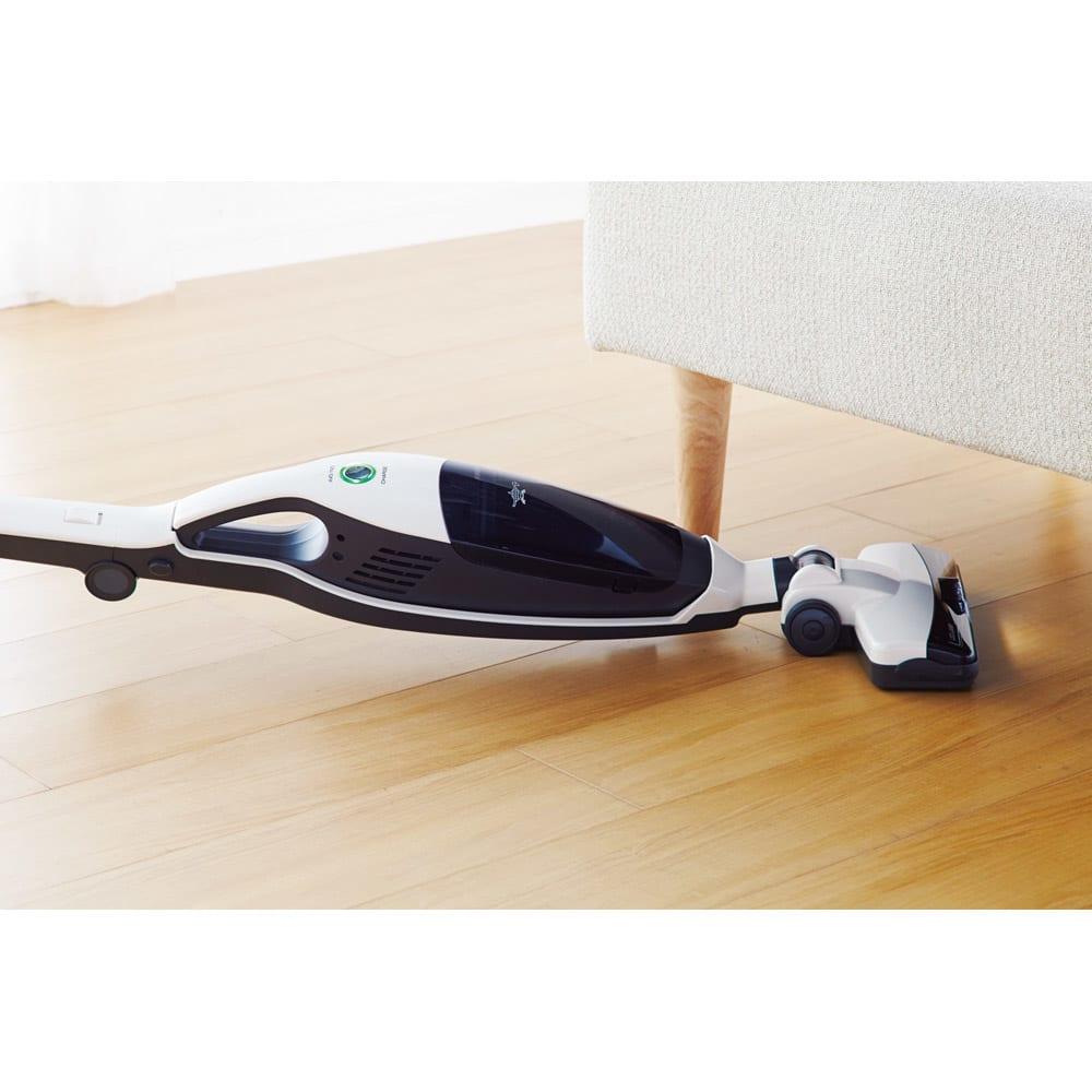 Aladdin/アラジン 2ウェイスティッククリーナー ヘッドがフラットになりベッドやソファ下のお掃除もラクに。