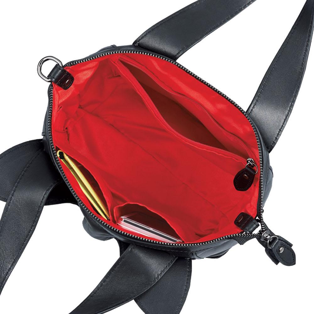 ネコのキラキラバッグ(2WAY) 開口部が広く、内側にも複数のポケット付きで、便利。 (イ)ブラック