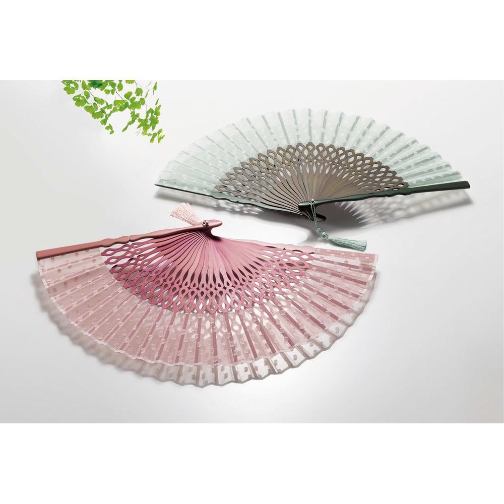 白竹堂 扇子「ペイルドロップ」 上から(ウ)グリーン (イ)ピンク