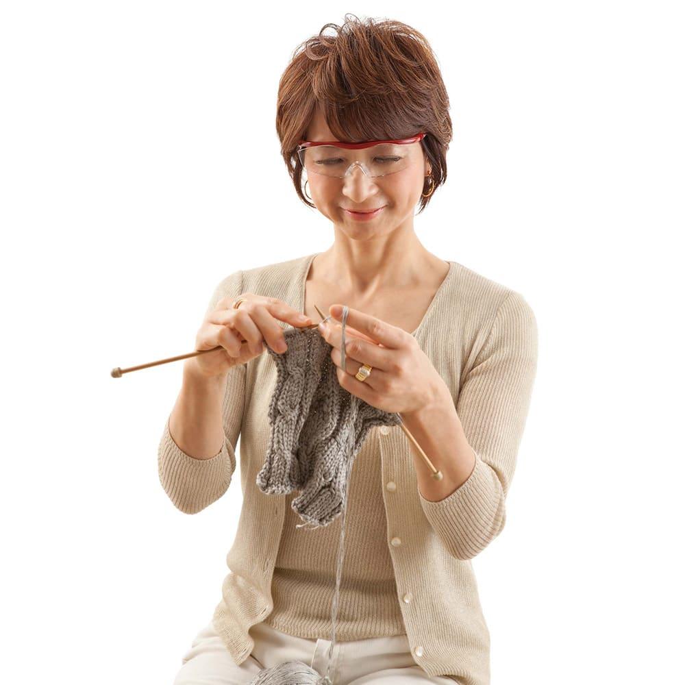 眼鏡型拡大鏡 ハズキルーペ ラージ1.85(ブルーライトカット35% クリアレンズ) (ア)レッド 両手が自由に使えるから、手芸や裁縫、模型作り、スマホ、パソコンもラクラク!