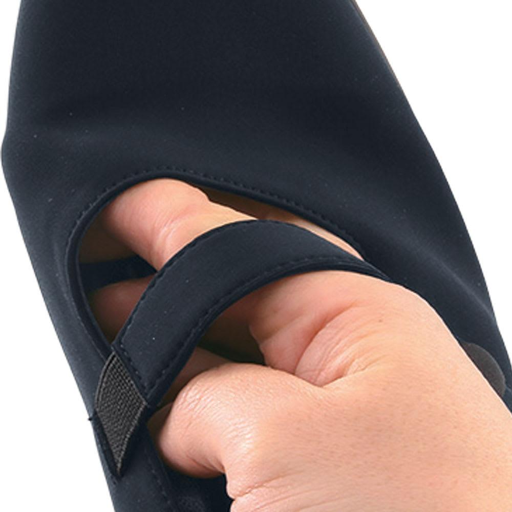 ミスキョウコ4Eフォーマルパンプス のびる! 素材もストラップも伸びるので、履きやすくてラクラク。