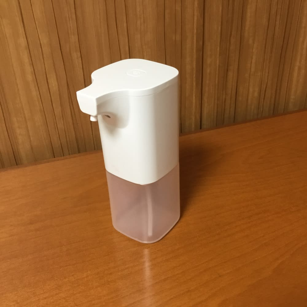 ジェルタイプも対応!アルコール消毒液オートディスペンサー コンパクトサイズ。乾電池式なので、家中どこでもお使いいただけます。