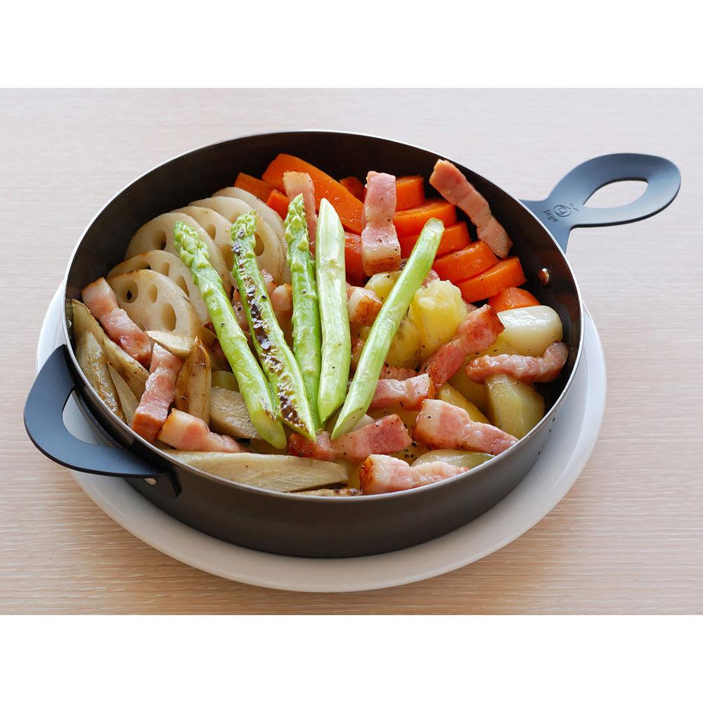 Leye グリルダッチオーブン (調理例)根菜類のオーブン焼き