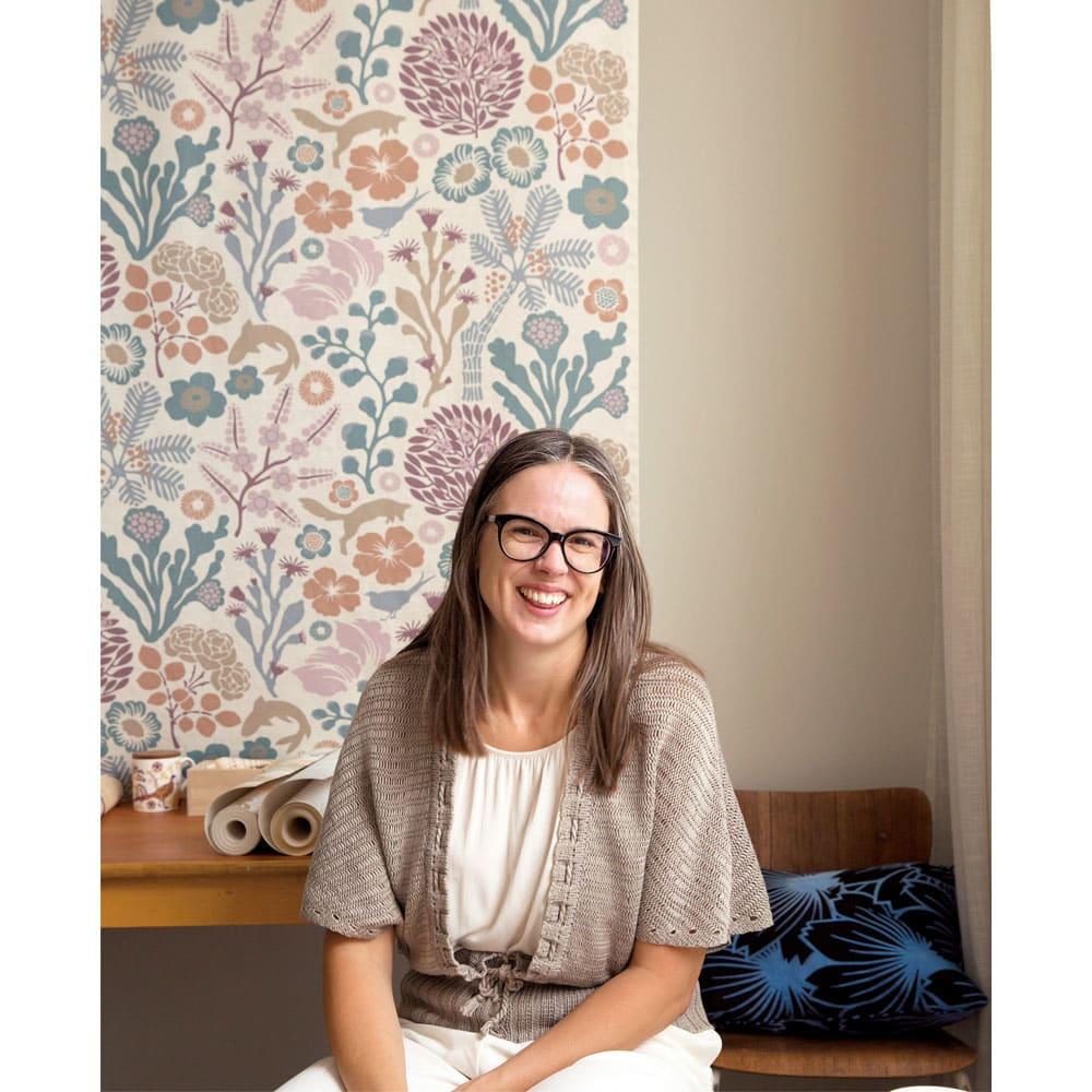 Hanna Werning(ハンナ ヴェルニング)カバーリング ピローケース 【テキスタイルデザイナー/ハンナ・ヴェルニング】ロンドンのカレッジで学び、グラフィックデザイナーとして2004 年ストックホルムにアトリエ「SpringStreet Studio AB」を設立。壁紙、テキスタイル、器などデザイン提供は多岐にわたる。