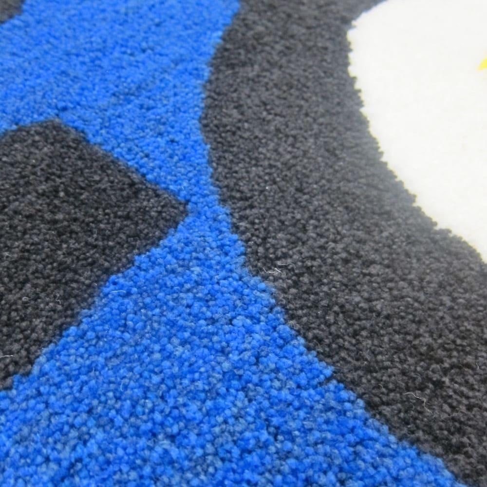 Eggs/エッグス フック織キッチンマット [素材アップ]ブルー 地の部分は、3色の青系のグラデーションカラーをミックスし、色に深みを表現しています。