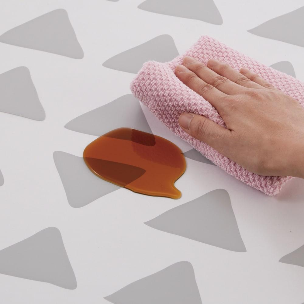 KOLMIO/コルミオ 透明キッチンマット 気になる汚れもサッと拭くだけ。