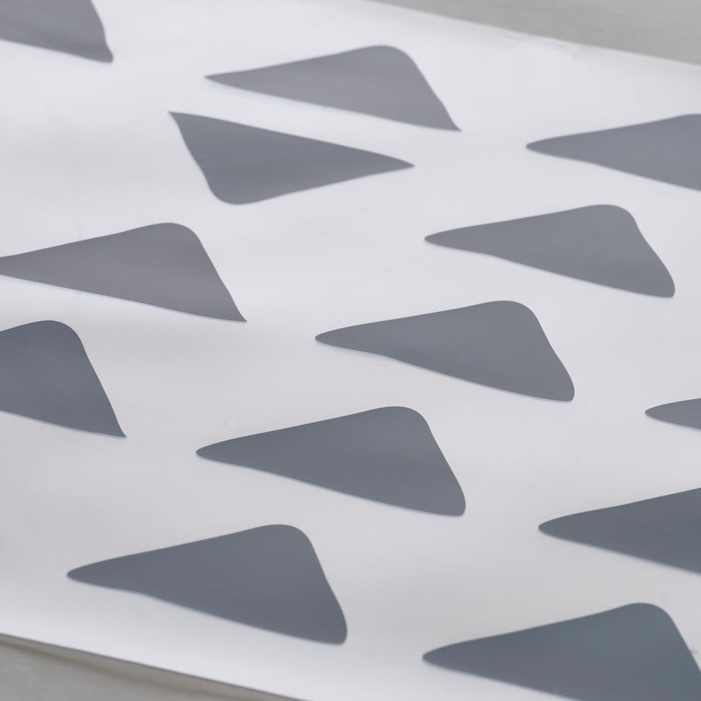 KOLMIO/コルミオ 透明キッチンマット (ア)ブルーグレーは、ホワイトやナチュラル系の床材におすすめです。