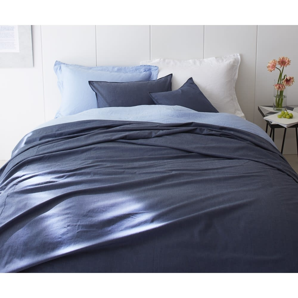 BINGO/ビンゴ デニムマルチカバー 約280×330cm [コーディネート例]※お届けはマルチカバーです。※実際の商品よりも青くなっています。生地アップの色を参考にしてください。