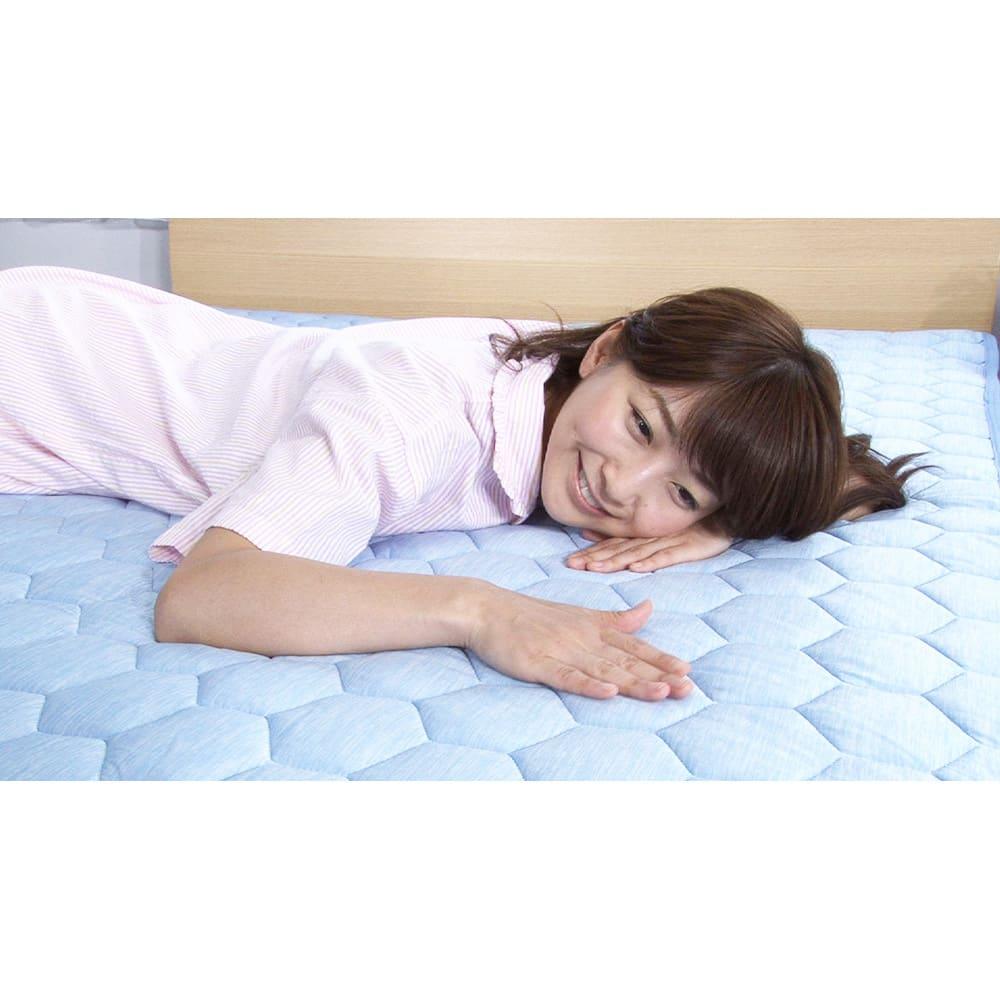 デオアイス ひんやり敷きパッド シングル (旧モデル) 中わたと生地の間にシリカゲル入り不織布を挟み、強力な除湿力を発揮!寝汗をかいてもサラッと快適。