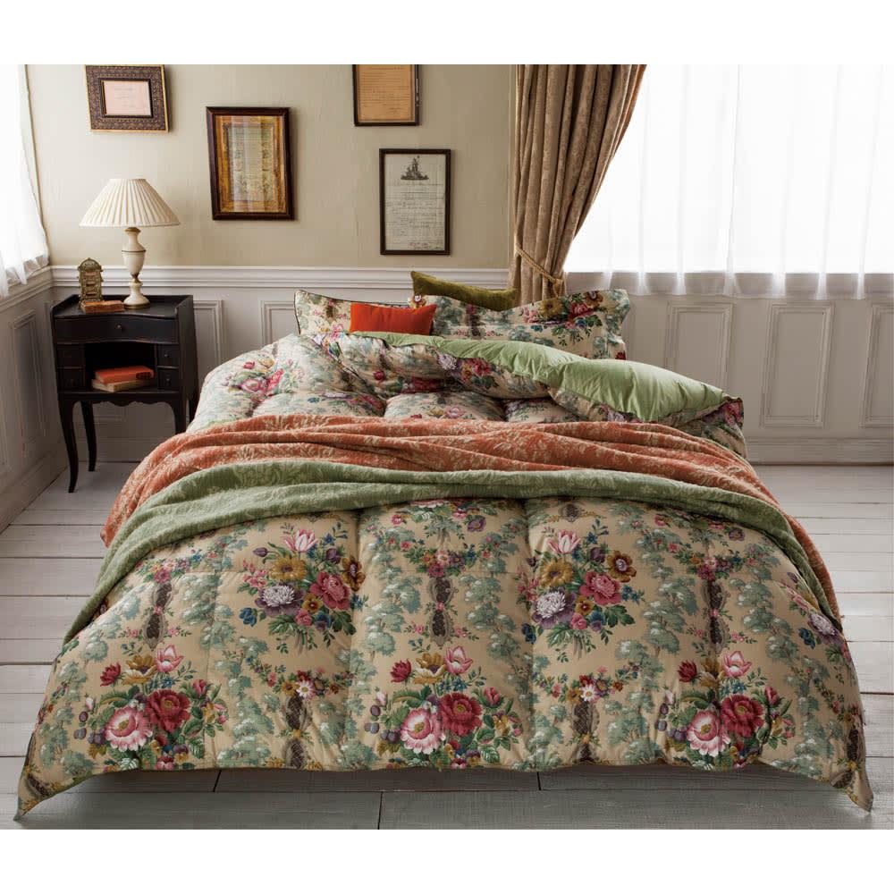 【西川産業(東京西川)】Sanderson/サンダーソン 羽根枕(ピローケース1枚付) 単品でも組み合わせても素敵。毎晩ヒロインのような気分で眠りにつける、ドラマティックな寝室のコーディネートを! ※お届けはピロー(ピローケース付・画像右側)のみとなります。画像の羽毛布団は現在お取扱いがございません。