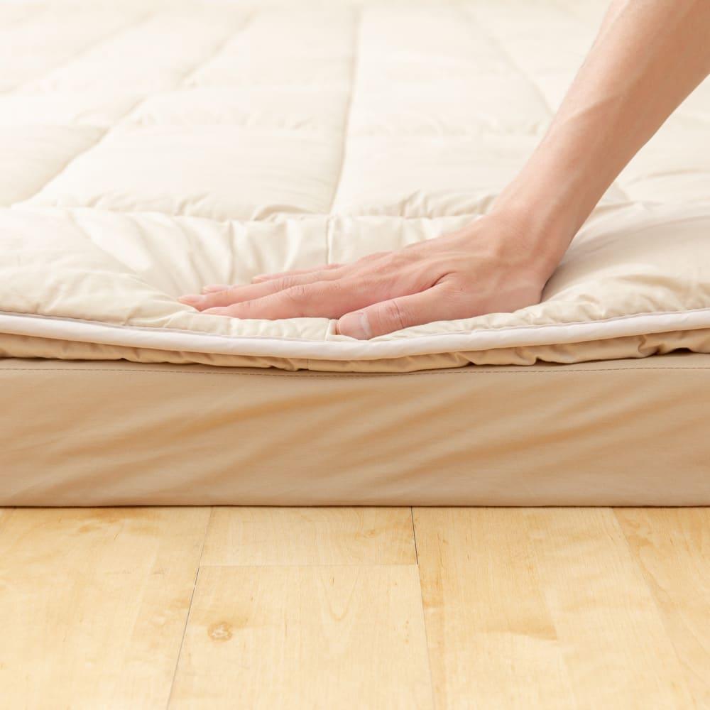 お得なファミリー寝具セット幅240cm [抗菌コンパクト&ワイド 敷布団]綿たっぷりで床を感じさせない、しっかりとした硬さ。