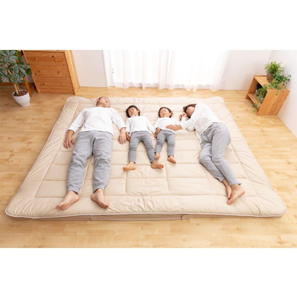 お得なファミリー寝具セット幅240cm [抗菌コンパクト&ワイド 敷布団]ファミリー4人使用イメージ