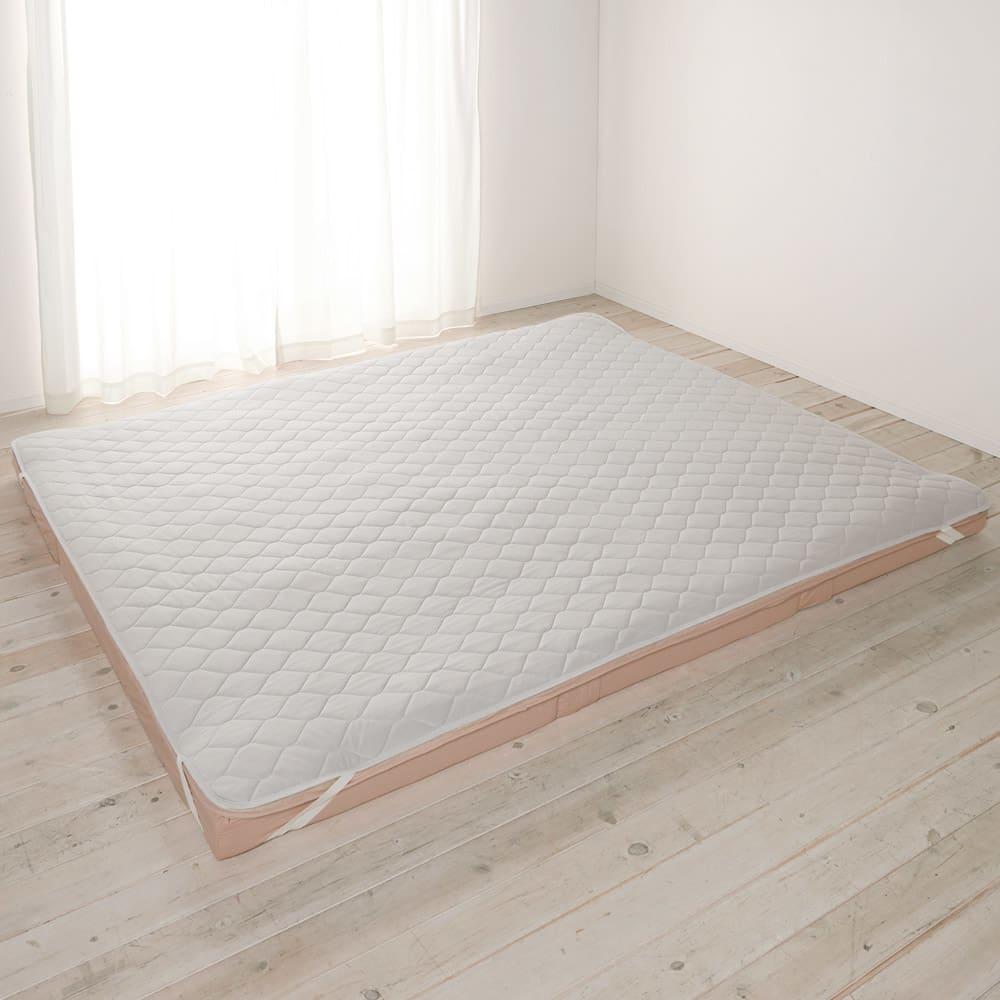 ファミリー布団用 アイスコットン敷きパッド(ファミリーサイズ・家族用) (イ)グレー 抗菌防臭わた入りでふかふかの清潔パッドは、四隅のゴムで簡単着脱。