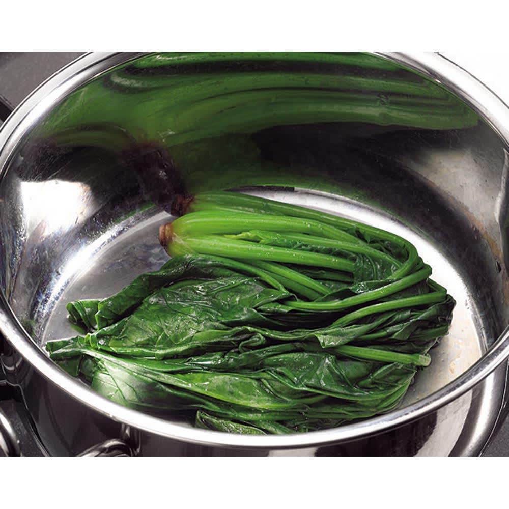服部先生のステンレス7層構造鍋「ジオ」ステンレス7層両手鍋28cm 無水調理が可能なのもジオの大きな特徴。食材本来の栄養分と旨みを逃しません。