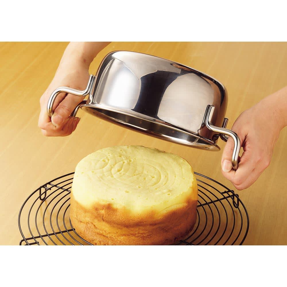 服部先生のステンレス7層構造鍋「ジオ」ステンレス7層両手鍋28cm 熱保有率が非常に高く、フタに空気が抜ける穴がないので、なんとスポンジケーキが弱火で焼けるのです。オーブンを使わないでできるとケーキも手軽です♪