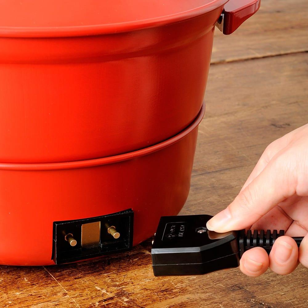 BRUNO ブルーノ グリルポット コンセントはマグネット式で、万が一引っかかっても簡単に外れるので安心です。