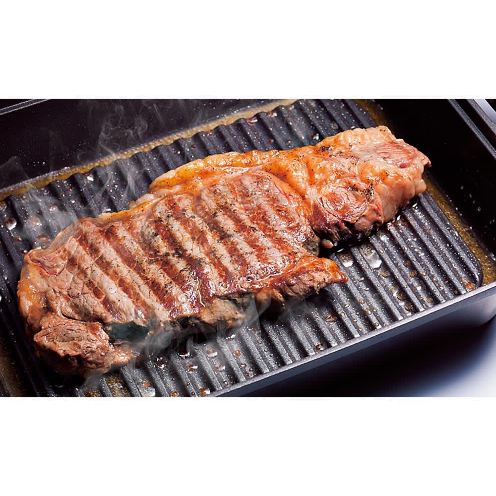 IH対応スチームグリル グリルメタルカバー2点セット 波形プレート 波形プレートだから魚の皮もお肉もこびりつきにくく、余分な油をしっかり落とします。