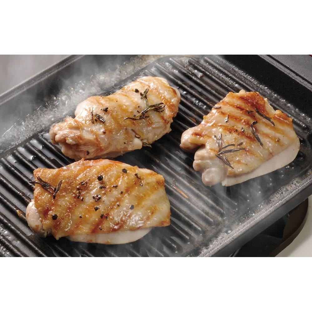 IH対応スチームグリル グリルメタルカバー2点セット 鶏肉 蓄熱性がとても高いので厚い鶏肉も中まできちんと火が通ります。