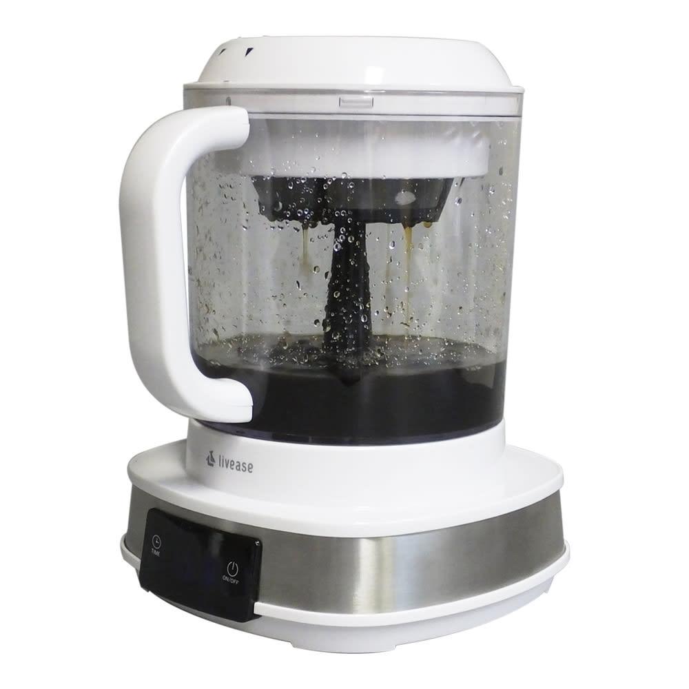 リヴィーズ 電動水出しコーヒーメーカー 4)ポンプの力で水を吸い上げ、水を何度もコーヒーフィルターに通します。フィルターからコーヒーが抽出されていきます。