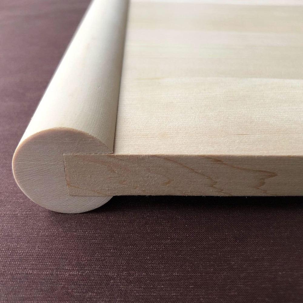 浮かせて使える青森ヒバのまな板(スクエア) まな板が浮くので、表裏をその場で使い分けられます。