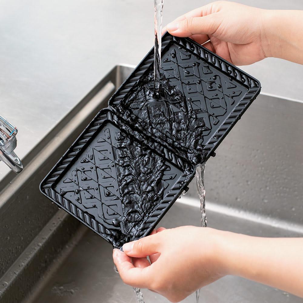 BRUNO/ブルーノ 耳ごと焼けるタイマー式ホットサンドメーカー ダブル プレートは本体から外せるので、そのまま水洗いができて、いつでも清潔に保てます。