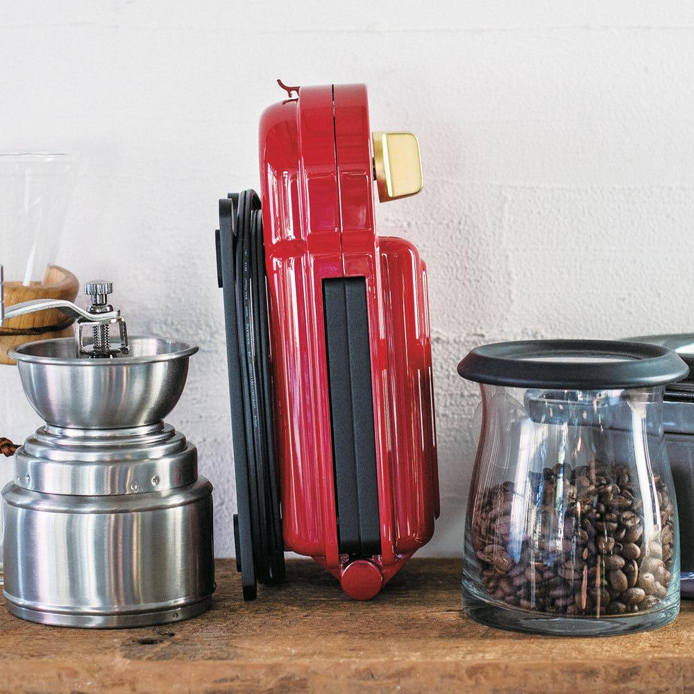 BRUNO/ブルーノ 耳ごと焼けるタイマー式ホットサンドメーカー ダブル 本体は縦置きもできるので、キッチンにあるちょっとしたスペースにもコンパクトに収納可能。