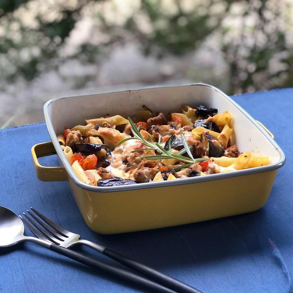 調理もできるホーロー容器 ホーローオーブンディッシュ1個 スクエア 1.8L ペンネのチーズ焼きも簡単に。