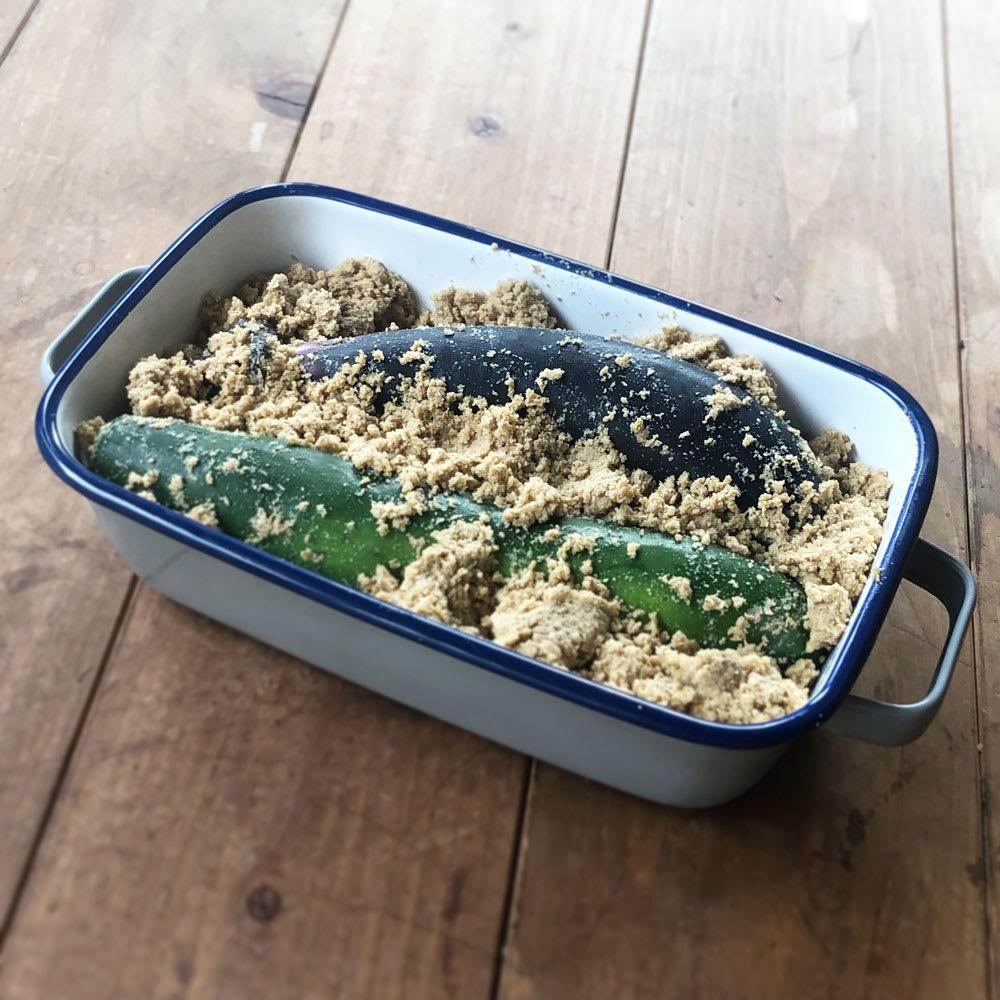 調理もできるホーロー容器 ホーローオーブンディッシュ1個 レクタングル 1.0L 少量の糠漬けに。