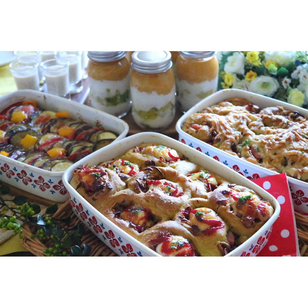 富士ホーロー クッカシリーズ ホーロー浅型角容器L オーブン使用できるので、パンの型としても。