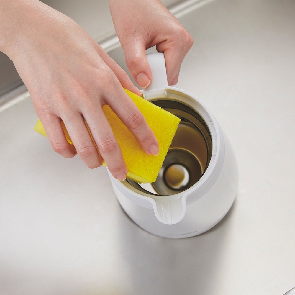 タイガー魔法瓶ステンレスポット〈プッシュレバータイプ〉 1.2L 手を奥の方まで入れて本体の内側がしっかり洗える。丸洗いもOK。