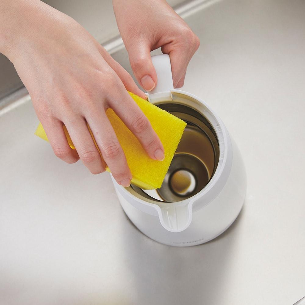 タイガー魔法瓶ステンレスポット〈プッシュレバータイプ〉 1.6L 手を奥の方まで入れて本体の内側がしっかり洗える。丸洗いもOK。