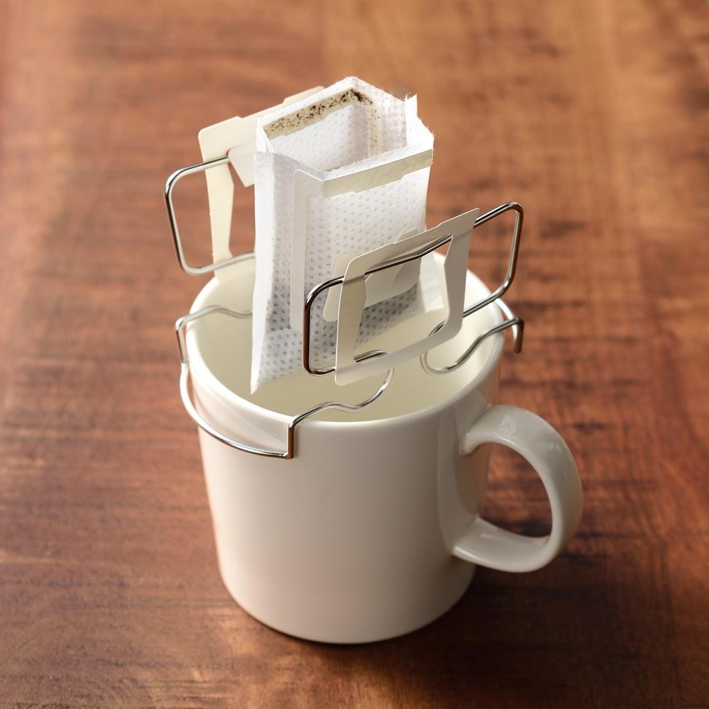 カップの上でドリップ!コーヒードリップバッグホルダー 浸からないので注ぐ量がわかりやすい
