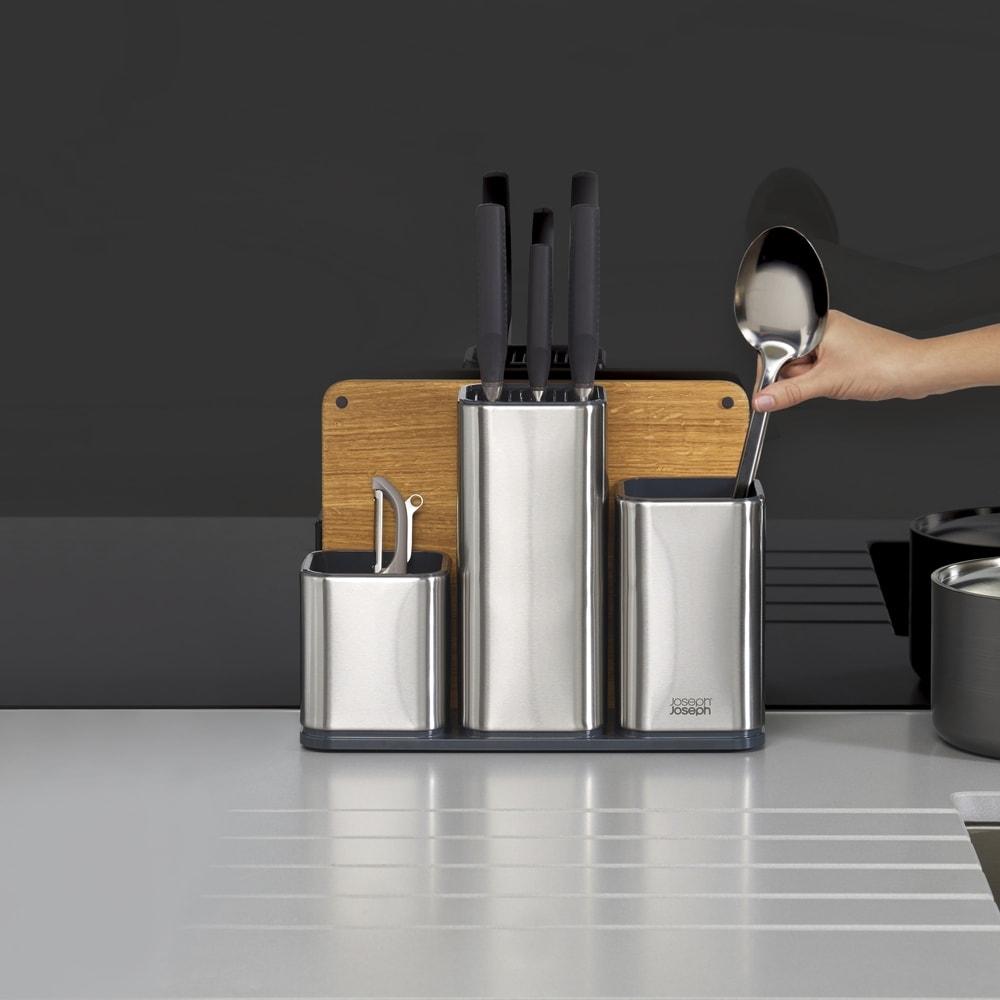 Joseph Joseph/ジョセフ ジョセフ ツールスタンド&まな板セット オープンキッチンやモダンなシステムキッチンにもなじむ、高級感のあるツールスタンドです。