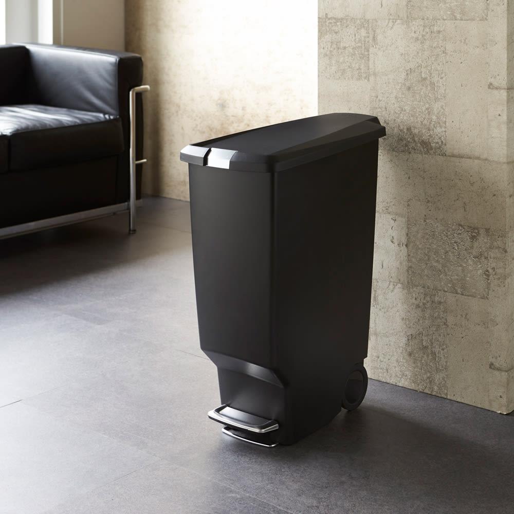 simplehuman/シンプルヒューマン スリムステップダストボックス 40L スマートな印象のすっきりとしたデザインで、リビングやダイニング用のゴミ箱としても◎